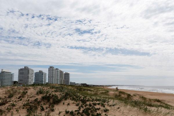 2014 FIA Formula E Championship. Punta del Este ePrix, Uruguay. Brava Beach. Photo: Zak Mauger/LAT/FE ref: Digital Image _L0U9434