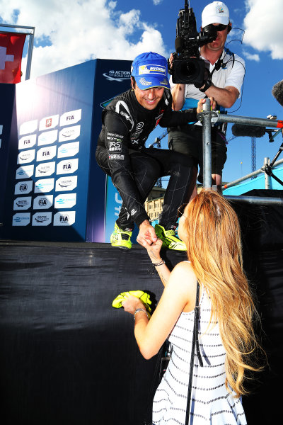2014/2015 FIA Formula E Championship. Moscow ePrix, Moscow, Russia. Saturday 6 June 2015 Nelson Piquet Jr (BRA)/China Racing - Spark-Renault SRT_01E hands his gloves to Lindsay Lohan on the podium. Photo: Jed Leicester/LAT/Formula E ref: Digital Image JL1_9811