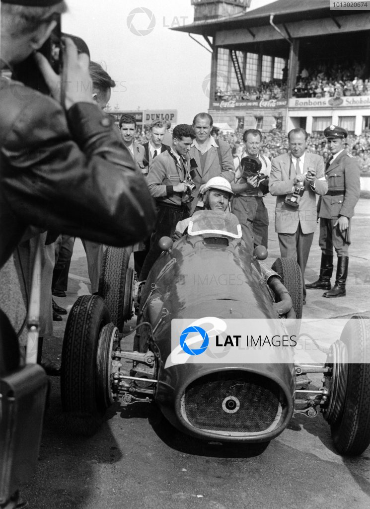 1953 German Grand Prix.  Nurburgring, Germany. 2nd August 1953. Giuseppe Farina (Ferrari 500 4), 1st position, action. World Copyright: LAT Photographic. Ref: 5076B - 22-22A.