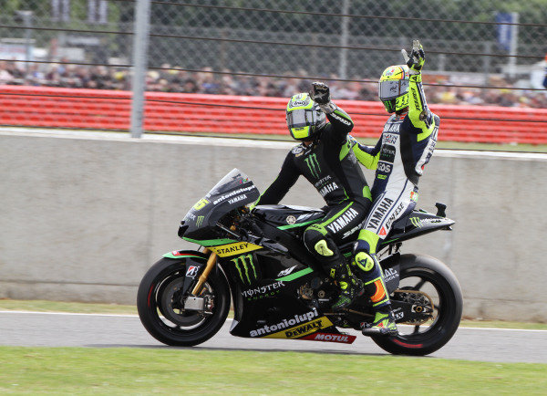British Grand Prix.  Silverstone, England. 30th August - 1st September 2013.  Cal Crutchlow, Tech 3 Yamaha, gives Valentino Rossi, Yamaha a lift back to the pits.  Ref: IMG_2433a. World copyright: Kevin Wood/LAT Photographic