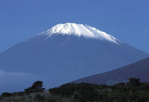 The famous snow-capped Mount Fuji imposes on the Fuji circuit for the inaugural Japanese GP.