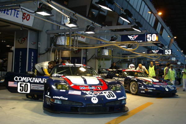 2003 Le mans 24 HoursLe Mans, France. 11th June 2003The Corvette GTS Team ready the cars for Gavin/Pilgrim/Collins and Fellows/O'Connel/Freon.World Copyright: Mike Weston/LAT Photographicref: Digital Image Only