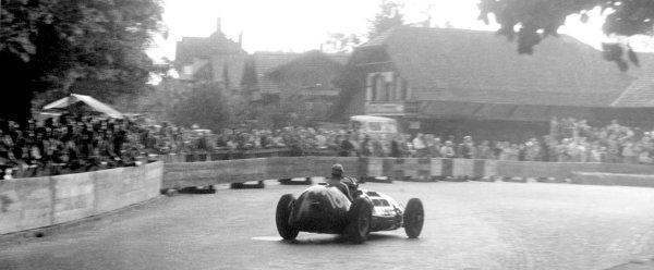 1950 Swiss Grand Prix.Bremgarten, Switzerland, 25 - 27 May 1950, RD 3.Alberto Ascari, Ferrari 125F1 V12, Retired. Autocar Published Print 9/6/1950.World Copyright LAT Photographic