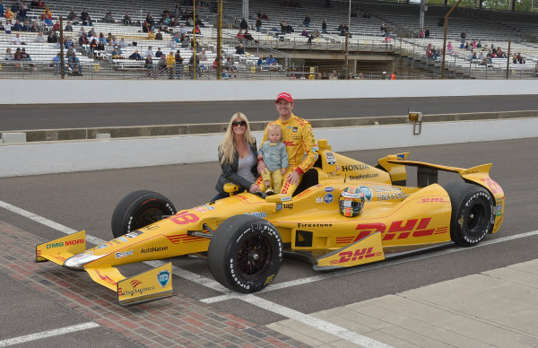 17-18 May, 2014, Indianapolis, Indiana, USA #28 Ryan Hunter-Reay, DHL Andretti Autosport with wife Beccy and son ©2014 Dan R. Boyd LAT Photo USA