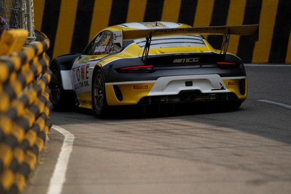 #98 ROWE Racing Porsche 911 GT3 R: Earl Bamber.