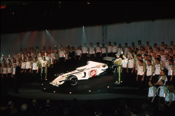 The BAR Honda 004 is unveiled