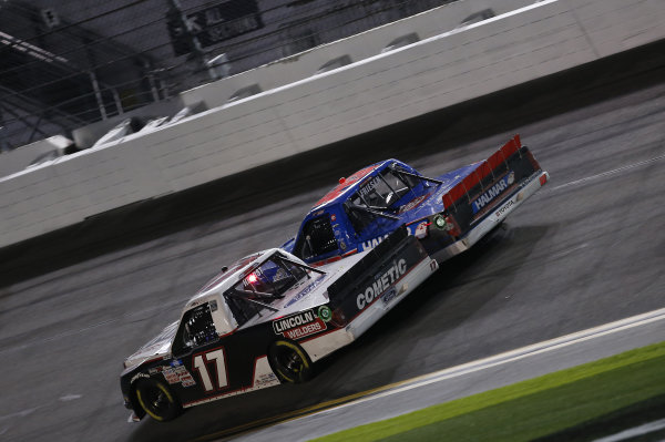 #17: Riley Herbst, Team DGR, Ford F-150, #52: Stewart Friesen, Halmar Friesen Racing, Toyota Tundra Halmar International