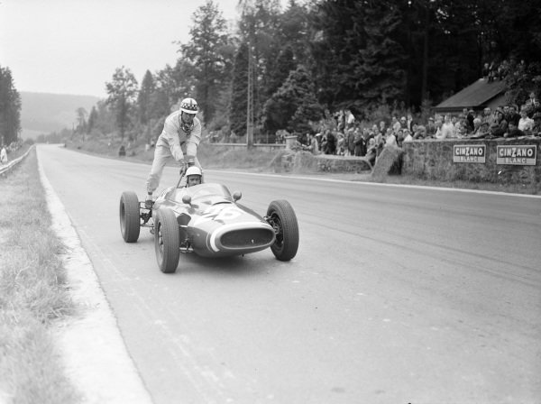 Maurice Trintignant, Cooper T51 Maserati, gives Innes Ireland a lift.