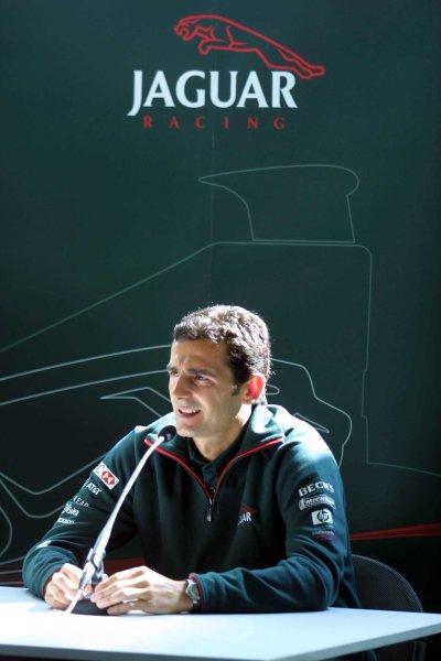 2001 Spanish Grand PrixCatalunya, Barcelona, Spain. 27-29 April 2001.Pedro de La Rosa is announced as Burti's replacement at Jaguar Racing. World Copyright - Clive Rose/LAT Photographicref: Digital Image only
