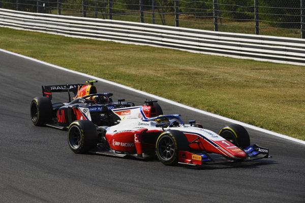 Robert Shwartzman (RUS, Prema Racing), leads Juri Vips (EST, Hitech Grand Prix)