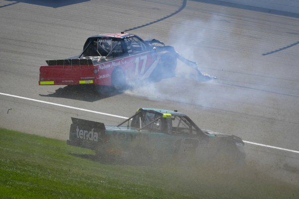 #17: Tyler Ankrum, DGR-Crosley, Toyota Tundra May's Hawaii and #13: Johnny Sauter, ThorSport Racing, Ford F-150 Tenda Heal wreck