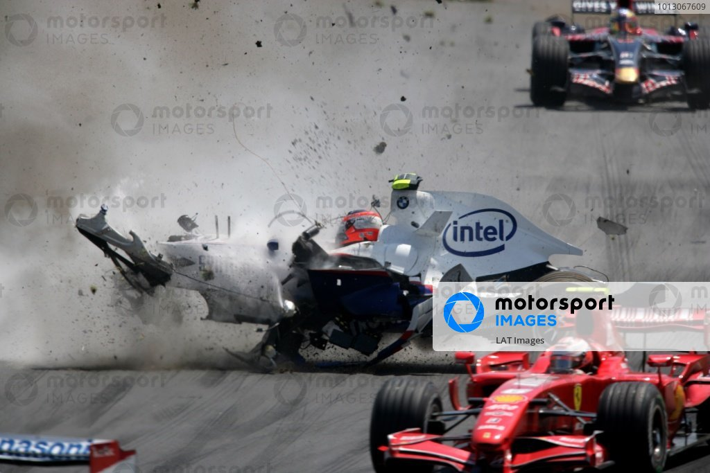 Robert Kubica, BMW Sauber F1.07, crashes heavily into a concrete wall, injuring his foot.