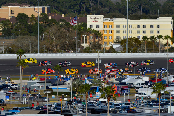 13-21 February, 2016, Daytona Beach, Florida USA Frame 4: Leader Matt Kenseth, Dollar General Toyota Camry throws a block on Denny Hamlin, FedEx Express Toyota Camry through turns 3 and 4 on the final lap. ?2016, F. Peirce Williams LAT Photo USA