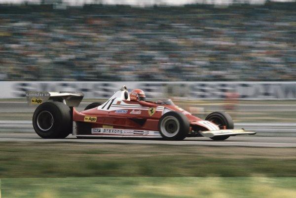 1977 German Grand Prix.Hockenheim, Germany.29th - 31st July 1977.Niki Lauda (Ferrari 312T2) 1st position, action.World Copyright - LAT Photographic