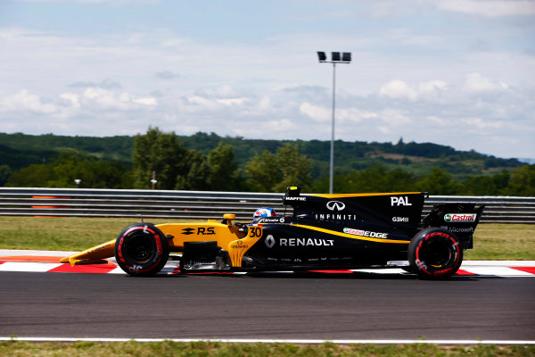 Hungaroring, Budapest, Hungary.  Friday 28 July 2017. Jolyon Palmer, Renault R.S.17, loses his front wing in FP1 after running wide. World Copyright: Andy Hone/LAT Images  ref: Digital Image _ONY9688