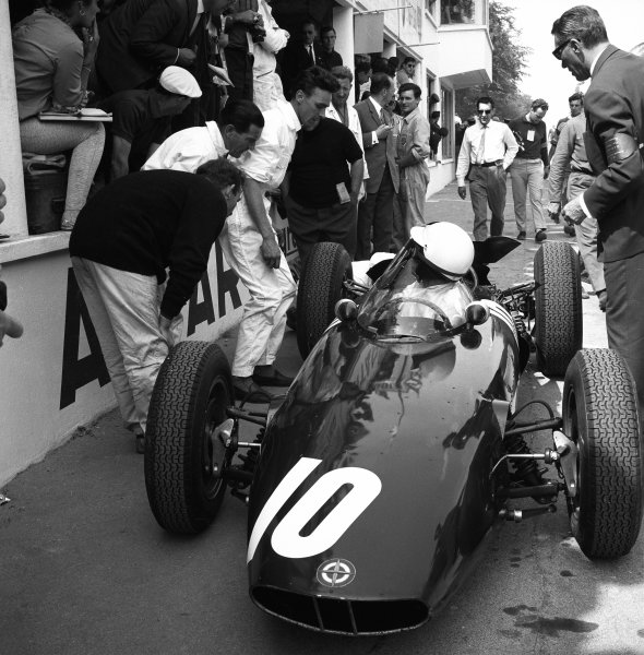 1962 French Grand Prix. Rouen-les-Essarts, France. 6th - 8th July 1962. Richie Ginther (BRM P578), 3rd position, in the pits , action.  World Copyright: LAT Photographic.