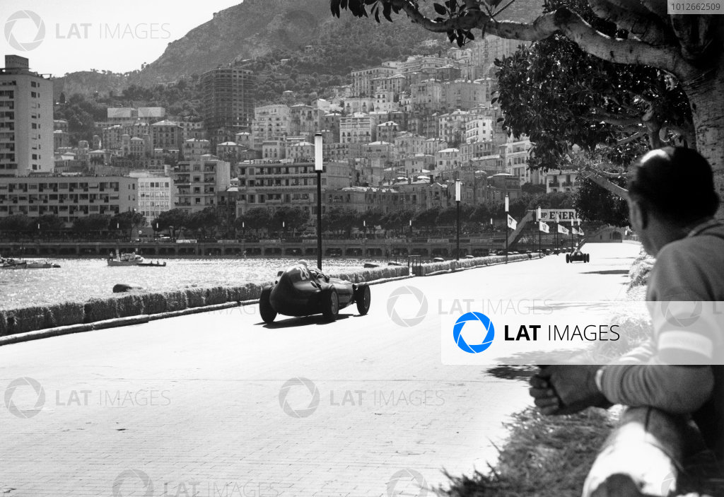 Monte Carlo, Monaco. 15th - 18th May 1958.Stirling Moss (Vanwall), retired, action.World Copyright: LAT Photographic.Ref: 7860C - 30.