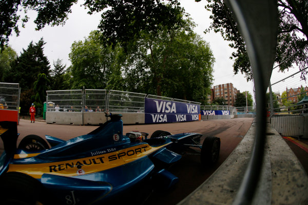 2014/2015 FIA Formula E Championship. London ePrix, Battersea Park, London, United Kingdom. Sunday 28 June 2015 Sebastien Buemi (SWI)/E.dams Renault - Spark-Renault SRT_01E Photo: Zak Mauger/LAT/Formula E ref: Digital Image _L0U9971