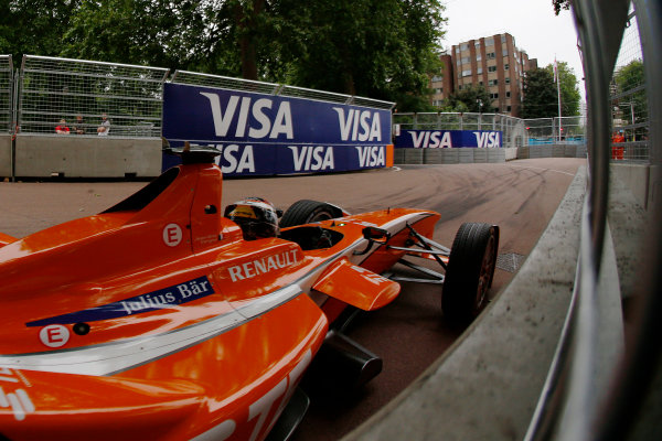 2014/2015 FIA Formula E Championship. London ePrix, Battersea Park, London, United Kingdom. Sunday 28 June 2015 Jean-Eric Vergne (FRA)/Andretti Motorsport - Spark-Renault SRT_01E  Photo: Zak Mauger/LAT/Formula E ref: Digital Image _L0U0053