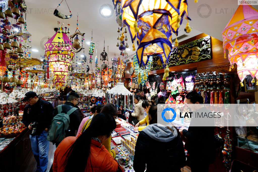Shanghai International Circuit, Shanghai, China. Wednesday 8 April 2015. A shop in Shanghai selling local souvenirs. World Copyright: Charles Coates/LAT Photographic. ref: Digital Image _N7T0484