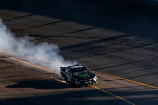 13-14 November, 2015, Avondale, Arizona USA Kyle Busch, Monster Energy Toyota Camry burnout ?2015, Michael L. Levitt LAT Photo USA