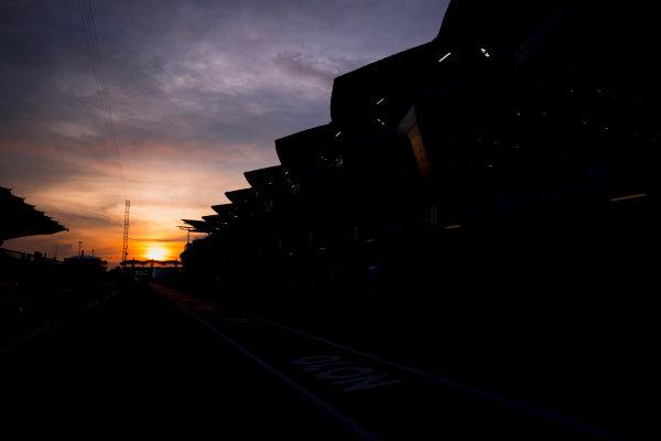 Sepang International Circuit, Sepang, Malaysia. Friday 29 September 2017. Sun rises at the Sepang Circuit. World Copyright: Zak Mauger/LAT Images  ref: Digital Image _56I2049