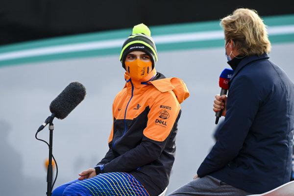 Lando Norris, McLaren speaks to Nico Rosberg, Sky, TV