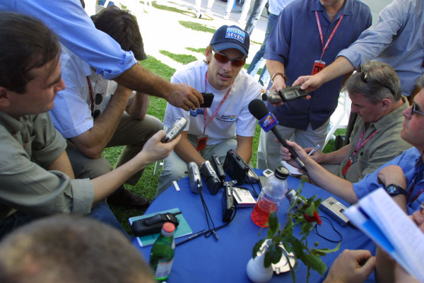 Australian Grand Prix.Albert Park, Melbourne, Australia. 2-4 March 2001.Jenson Button (Benetton Renault) faces the media. World Copyright - Steve Etherington/LAT Photographicref: 9mb Digital