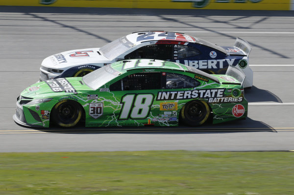 #18: Kyle Busch, Joe Gibbs Racing, Toyota Camry Interstate Batteries, #24: William Byron, Hendrick Motorsports, Chevrolet Camaro Liberty University