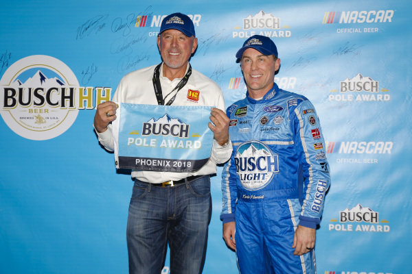 #4: Kevin Harvick, Stewart-Haas Racing, Ford Fusion Busch Light pole award