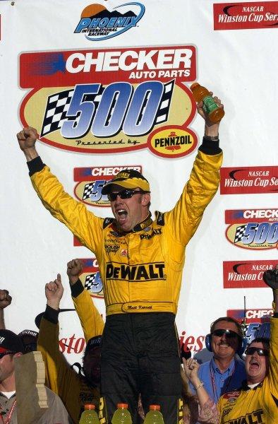 2002 NASCAR Phoenix, USA November 09-10, 2002 Checker Auto Parts 500 ,Phoenix International Raceway-Matt Kenseth getting out of his winning car,-Robt LeSieur2002LAT Photographic