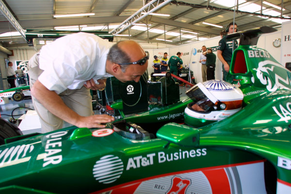 2001 Formula One TestingSilverstone, England. 14th June 2001.Narain Karthikeyan becomes the first ever Indian driver to test a Formula One car, with Bobby Rahal.World Copyright: Malcolm Griffiths/LAT Photographicref: Digital Image Only