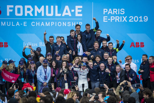 Robin Frijns (NLD), Envision Virgin Racing, 1st position, celebrates his maiden victory on the podium with the team