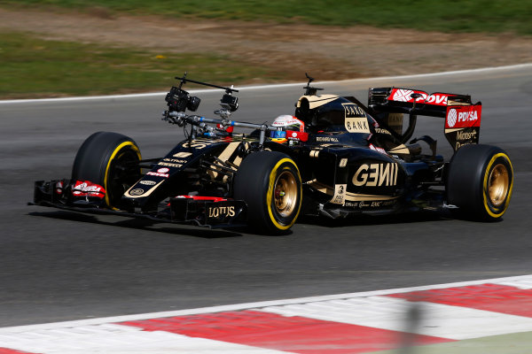 Brands Hatch, Kent, UK. Monday 27 April 2015. Romain Grosjean, Lotus E23 Mercedes on track with a large camera rig on the car. World Copyright: Glenn Dunbar/LAT Photographic. ref: Digital Image _W2Q0375