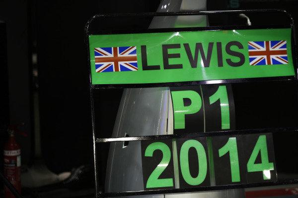 Marina Bay Circuit, Singapore. Sunday 21 September 2014. Pit board celebrating a win for Lewis Hamilton, Mercedes AMG. World Copyright: Charles Coates/LAT Photographic. ref: Digital Image _N7T5493