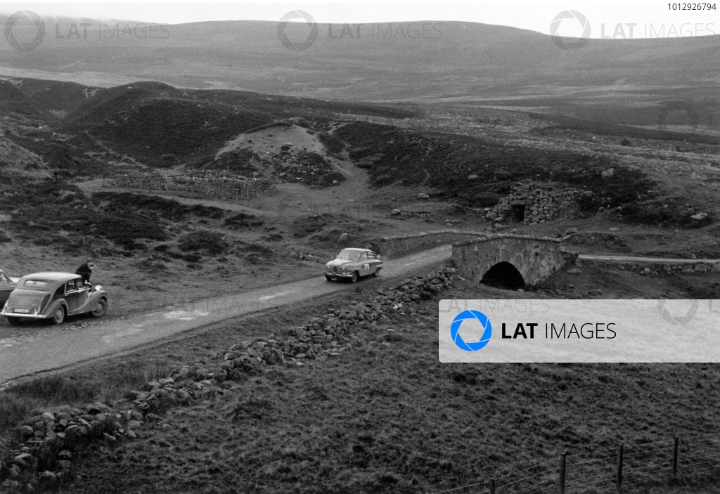 1960 RAC Rally of Great Britain.  21st - 26th November 1960.Erik Carlsson/Stuart Turner, SAAB, 1st position. World Copyright: LAT Photographic. Ref: Autosport b&w print. Published: 2/12/1960 front cover