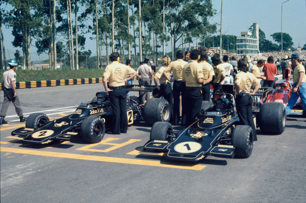 Interlagos, Sao Paulo, Brazil. 25 - 27 January 1974. John Player Team Lotus in the assembly area before the start of the race, action.  World Copyright: LAT Photographic. Ref:  74BRA13