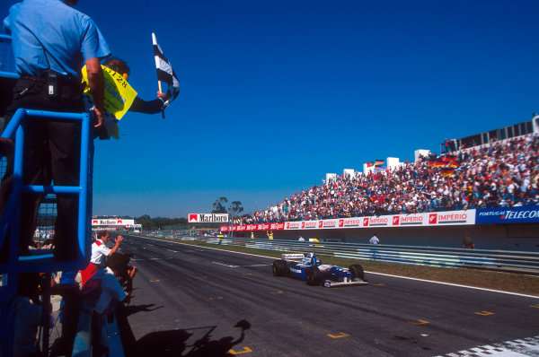 Estoril, Portugal.22-24 September 1995.David Coulthard (Williams FW17 Renault) takes the chequered flag for 1st position and his maiden Grand Prix win.Ref-95 POR 06.World Copyright - LAT Photographic