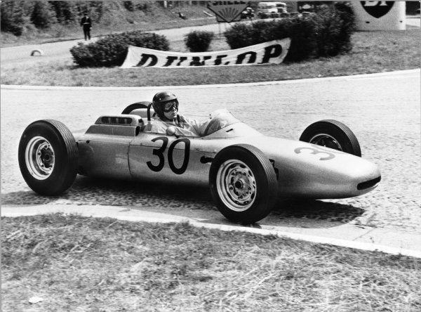 1962 French Grand Prix.Rouen-les-Essarts, France.6th - 8th July 1962.Dan Gurney (Porsche 804), 1st position, action.World Copyright - LAT Photographic.Ref: B/W Print.