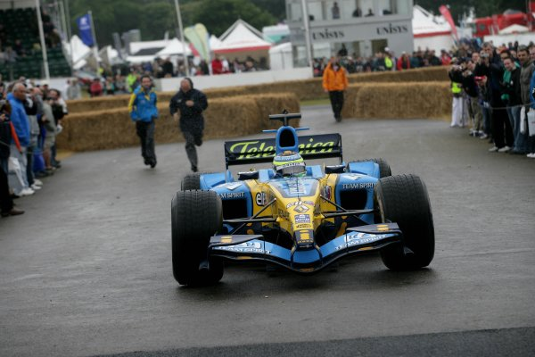 2006 Goodwood Festival of Speed.Goodwood Estate, West Sussex. 7th - 9th July 2006.Giancarlo Fisichella, Renault R25.World Copyright: Gary Hawkins/LAT Photographic.ref: Digital Image Only.