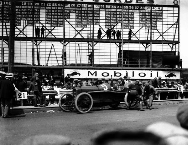 Lyons, France. 4th July 1914.Georges Boillot (Peugeot EX5) in the pits , action. World Copyright: LAT Photographic.Ref:  Autocar Glass Plate 1228.