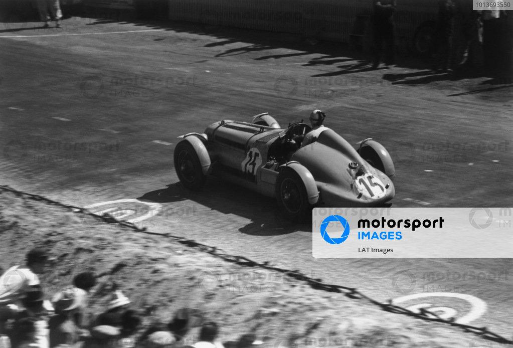 Le Mans, France. 25th - 26th June 1949.Henri Louveau/Juan J. Jover (Delage D 6), 2nd position, action. World Copyright: LAT Photographic.Ref: 49 - 16 - 19.