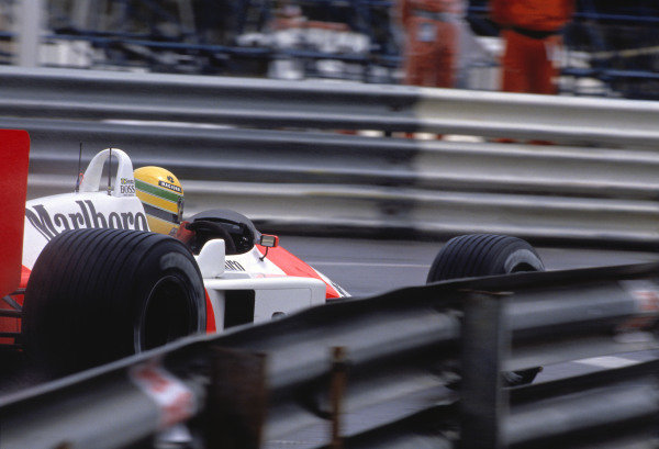 1988 Monaco Grand Prix. Monte Carlo, Monaco. 12-15 May 1988. Ayrton Senna (McLaren MP4/4 Honda) in the wet Monaco weather. Action.Ref-88 MON 40. 60mb Scan.World Copyright - LAT Photographic