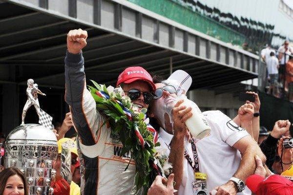 Dan Wheldon (GBR) Bryan Herta Autosport celebrates his Indy 500 win. IndyCar Series, Rd5, Indianapolis 500, Indianapolis Motor Speedway, Indianapolis, USA, 29 May 2011.