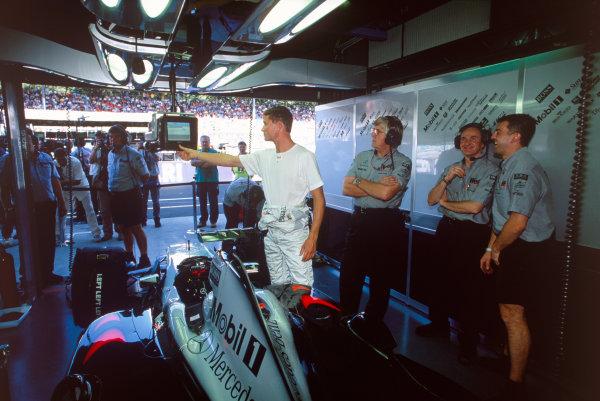 Monza, Italy. 8th - 10th September 2000.David Coulthard (McLaren Mercedes), garage, portrait.World Copyright - LAT Photographic