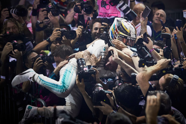 Marina Bay Circuit, Marina Bay, Singapore. Sunday 17 September 2017. Lewis Hamilton, Mercedes AMG, 1st Position, celebrates on arrival in Parc Ferme. World Copyright: Steve Etherington/LAT Images  ref: Digital Image SNE17160