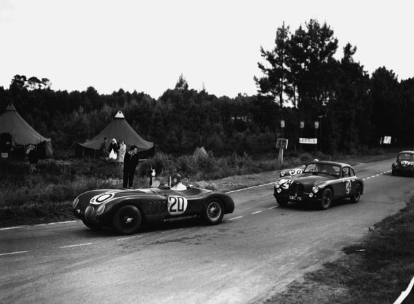 Le Mans, France. 23rd - 24th June 1951 Peter Walker/Peter Whitehead (Jaguar XK-120C), 1st position, leads Reg Parnell/David Hampshire (Aston Martin DB2), 7th position, action. World Copyright: LAT Photographic Ref: Autocar Glass Plate C29662.
