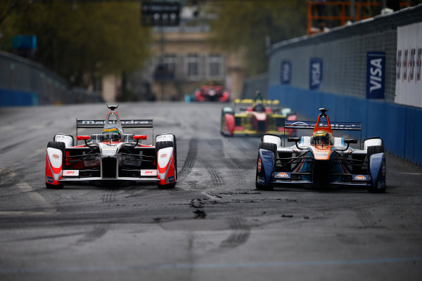 2015/2016 FIA Formula E Championship. Paris ePrix, Paris, France. Saturday 23 April 2016. Bruno Senna (BRA), Mahindra Racing M2ELECTRO, Ma Qing Hua (CHN), Team Aguri - Spark SRT_01E. Photo: Glenn Dunbar/LAT/Formula E ref: Digital Image _W2Q2181