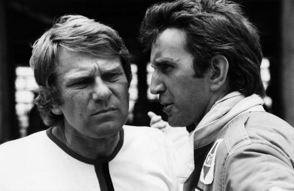 1980 Formula 1 World Championship. Tyler Alexander in conversation with John Watson in the pits, portrait.  World Copyright: LAT Photographic.