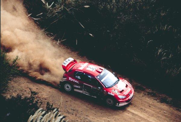 2003 World Rally ChampionshipRally Argentina, Cordoba, Argentina, 7th - 11th May 2003.Richard Burns/Robert Reid (Peugeot 206 WRC), action.World Copyright: LAT Photographicref: 03WRCArg18